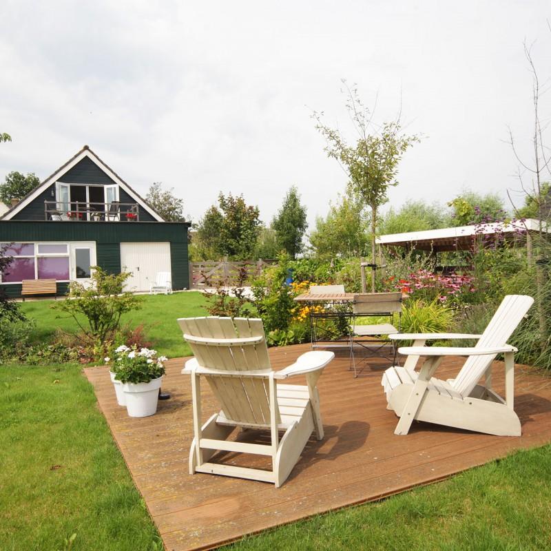 terras achter in de tuin